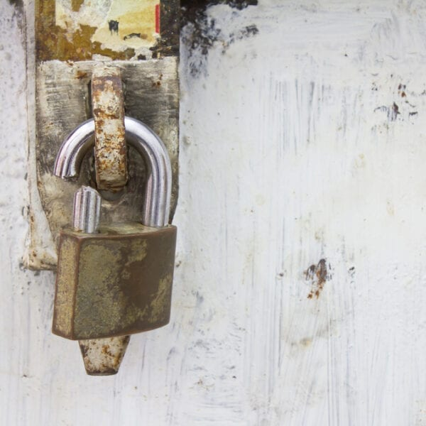 Affordable storage unit locks: 3 to avoid & 3 to buy Featured Image