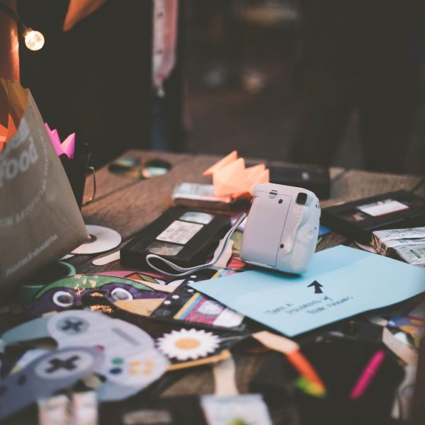 11 Warning Signs That You Have Too Much Stuff Featured Image
